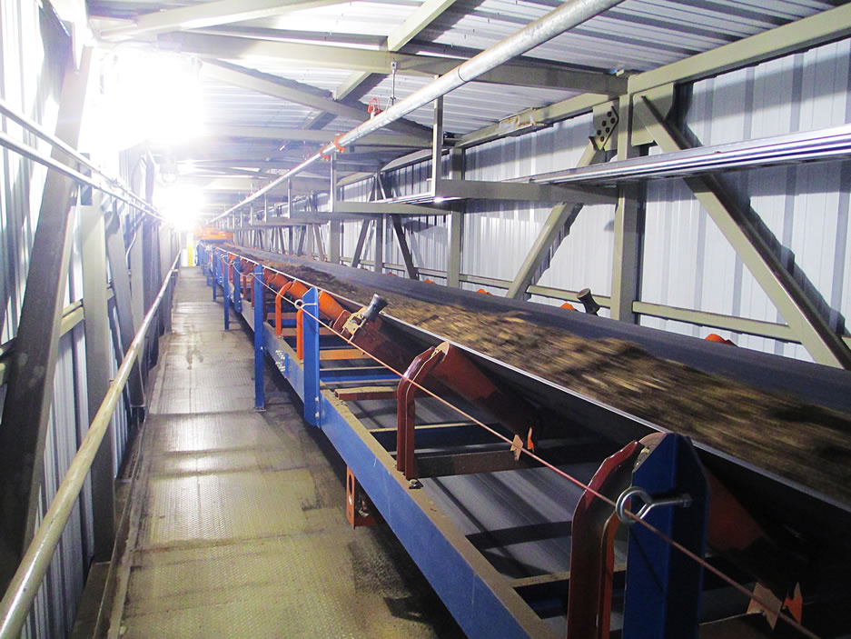 FEECO supplied a complete material handling system for the handling of woodchips/biomass fuel in a biomass power facility.
