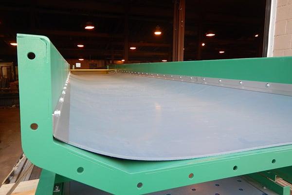 Slider Bed for Minimizing Conveyor Belt Spillage